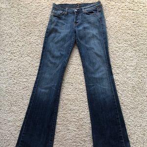 7 mid-waist Boycut Jeans